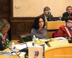 Ana Velasco (izquierda) durante su ponencia sobre Francisca de Pedraza.